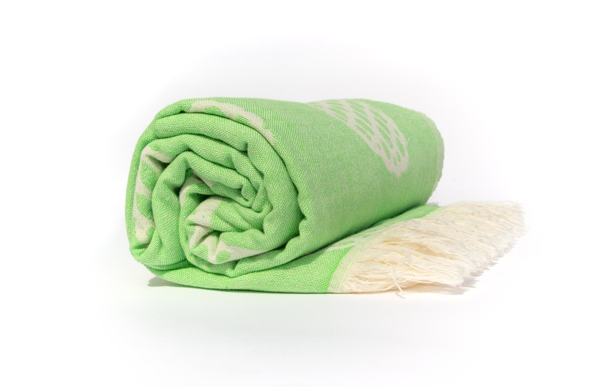 кърпа за плаж ананас навита